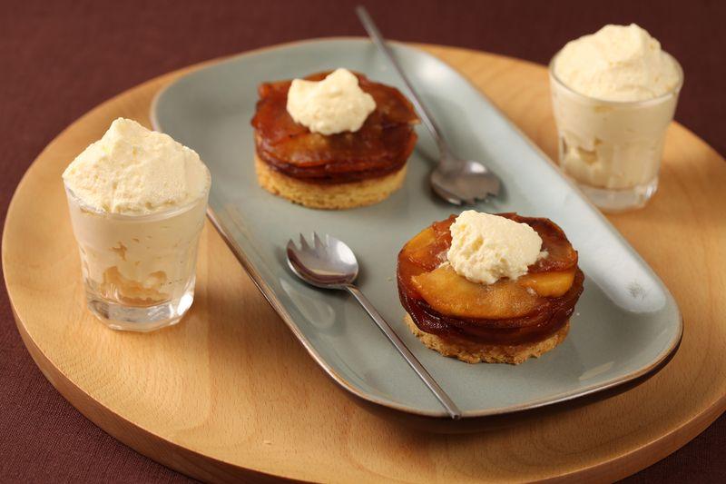 Compression de pommes Ariane rôties au Calvados, sablé à la vanille et mousseux au fromage blanc