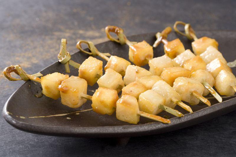 Brochettes de pomme Ariane caramélisées aux épices
