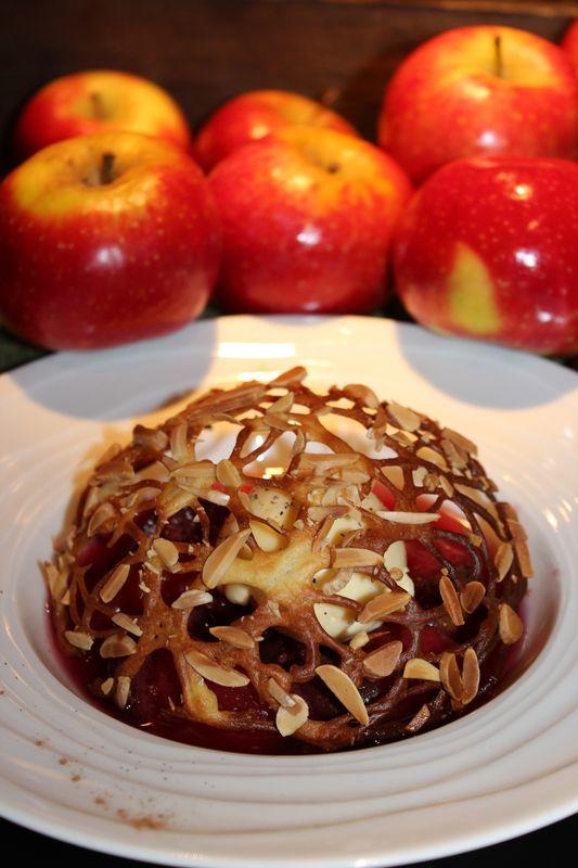 Figues et pommes Ariane pochées, cage de pâte à choux