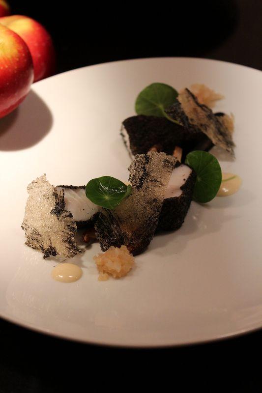 Filet de saint pierre noir et blanc, pomme Ariane acidulée et sauce Ariane au Vermouth