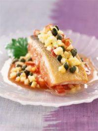 Pavé de saumon à l'unilatérale, concassée de tomates et Ariane aux câpres