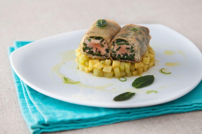 Croustillant de saumon aux herbes, fraîcheur de pomme Ariane au curry