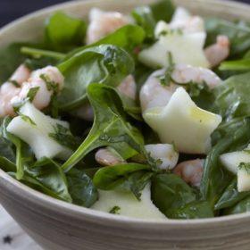 Salade d'épinards, pomme Ariane et crevettes roses