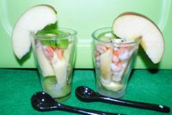 Verrines acidulées salade de pommes, kiwis et crevettes